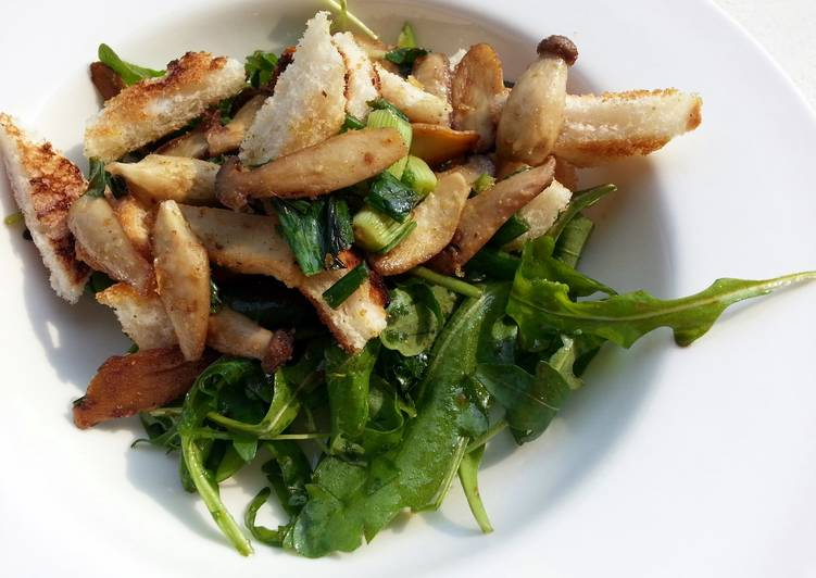 Easiest Way to Prepare Tasty Mushroom and arugula salad (breakfast/side dish) vegan