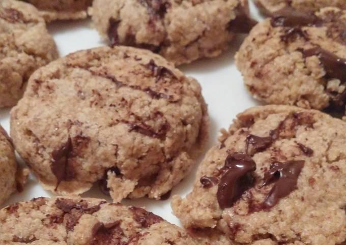 Vegan Whole Wheat Chocolate Chip Cookies