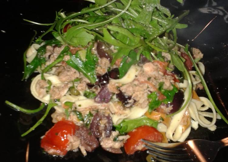 Easy tuna, tomato, caper and olive pasta