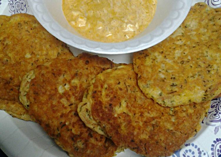 Recipe: Appetizing Tuna Egg Cakes with Spicy Sauce