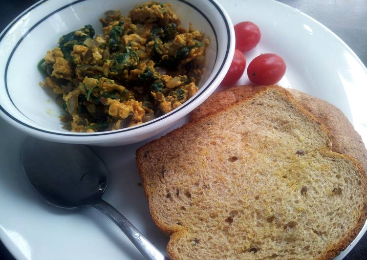 Recipe of Any-night-of-the-week Spinach and eggs