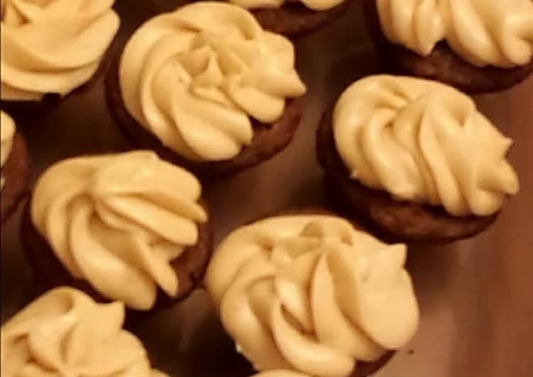 Simple Way to Prepare Quick Chocolate Velvet Cupcakes with Browned-Butter-Cinnamon-Cream-Cheese Frosting (from