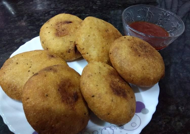 DIWALI SPECIAL Suji Ki Kachori / Rava Kachori / Crispy Suji Kachori - Yo Yo Recipes