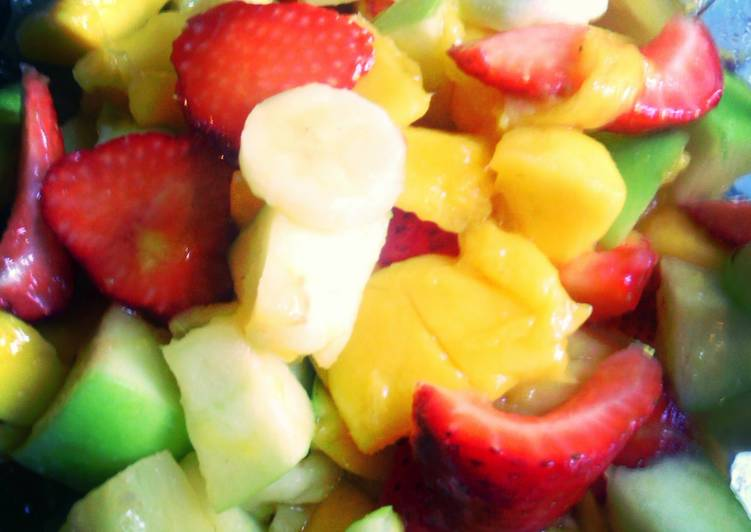 Consuming 14 Superfoods Is A Great Way To Go Green And Be Healthy mango fruit salad