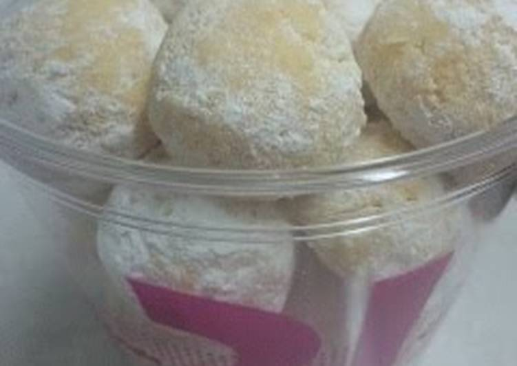 Snowball Cookies with Vegetable Oil