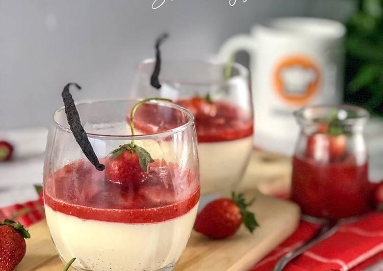 Italian Pannacotta with Strawberry Sauce