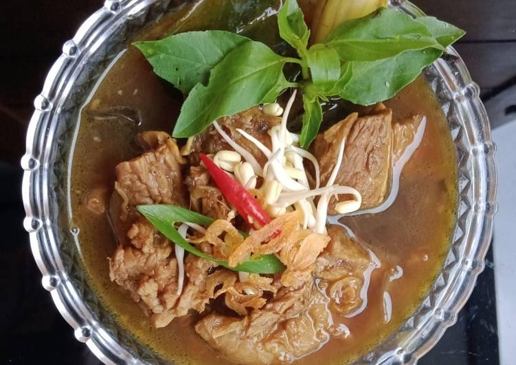 Rawon daging Sapi* (dengan bumbu instan Indofood)