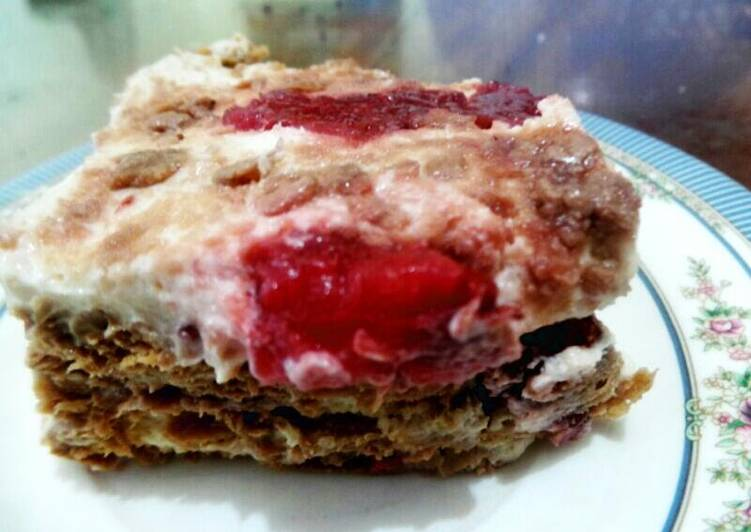 Strawberry grahm cake