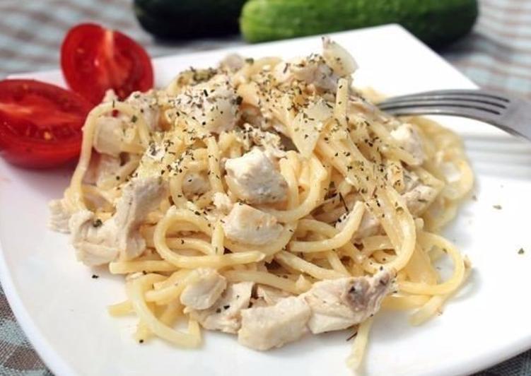 спагетти с куриной грудкой в сливочном