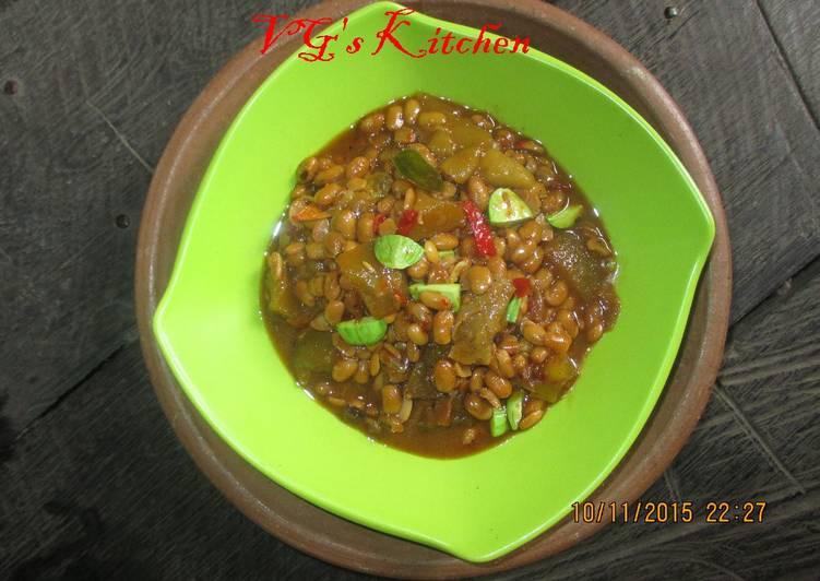 Peau de vache Frit Le sambal avec Haricots à œil noir