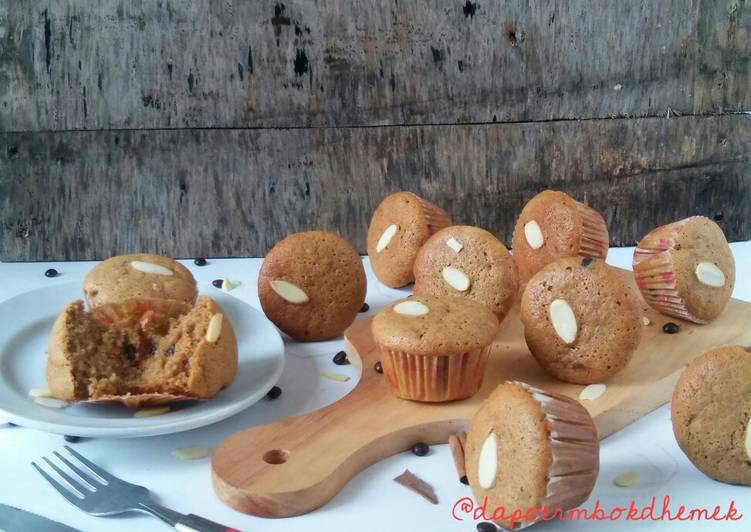Banana cupcake with chococips & almond