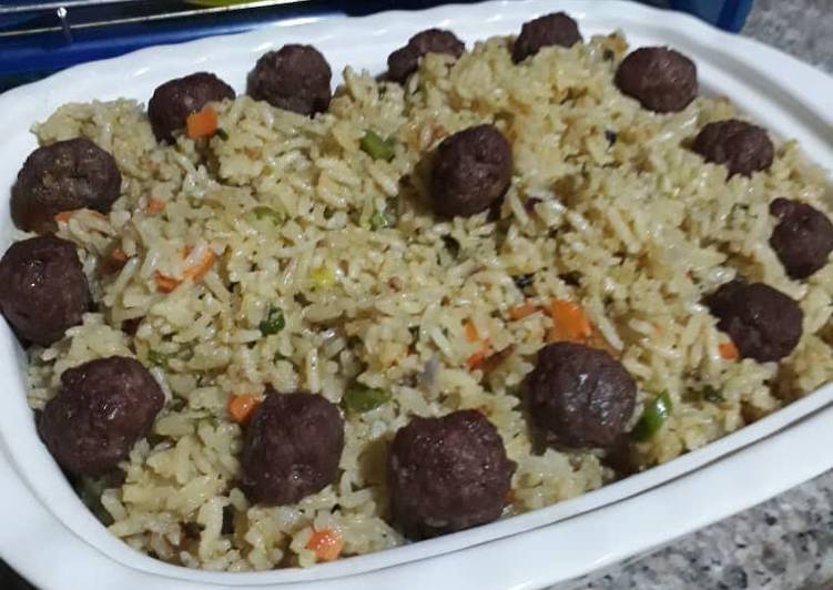 Fried rice with meat balls