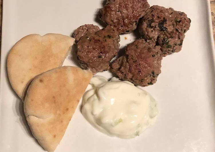 La Recette Pas à Pas Keftas d'agneau à la sauce au yaourt