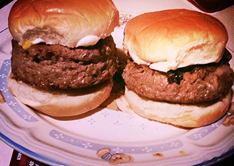 Step-by-Step Guide to Make Ultimate Swiss and Mozzarella Stuffed Steak Burger
