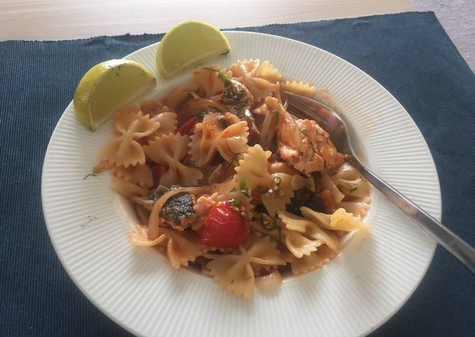 Salmon pasta with tomato sauce 🎏