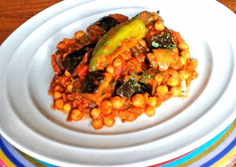 Recipe: Delicious Aubergine and Chickpea Curry