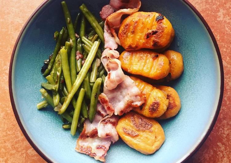 Gnocchis de patates douces, poitrine grillée et haricots