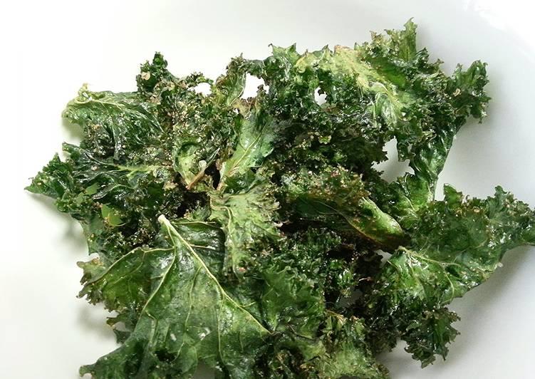 Kickin' Garlic Kale Crisps