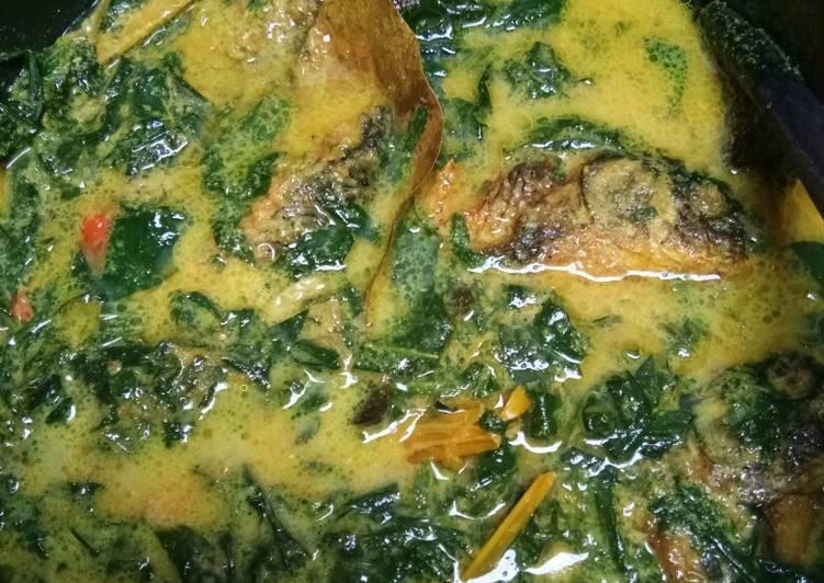 Gulai kuning ikan pucuk ubi