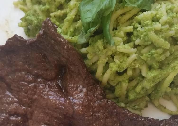 Steps to Prepare Quick Tallarines Verdes con Bistec (green spaghetti with steak)