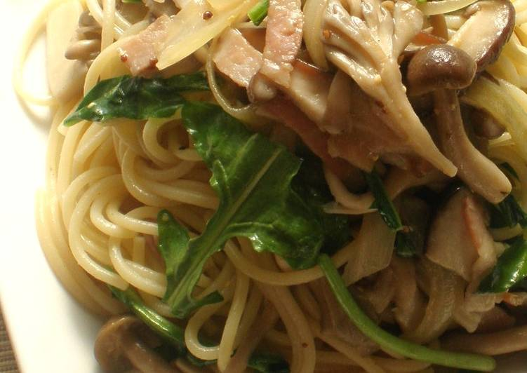 Consuming 14 Superfoods Is A Terrific Way To Go Green And Be Healthy Mustard Arugula and Mushroom Pasta