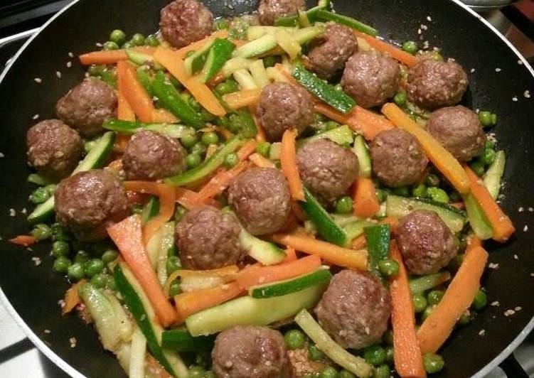 Piazza's meatballs and vegetables