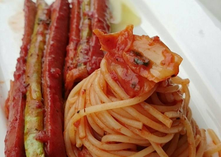 Hotdog And Green Bean With Kimchi Spaghetti