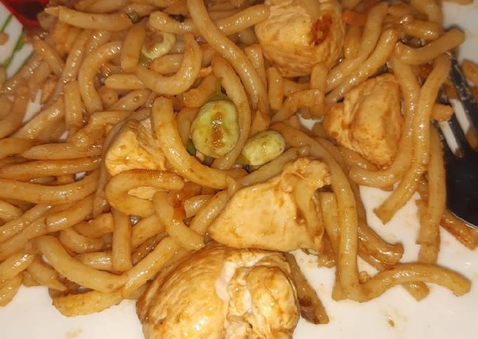 Spicy chicken udon noodles