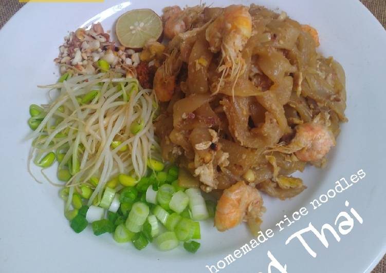 Langkah Mudah Membuat Pad Thai with homemade rice noodles…