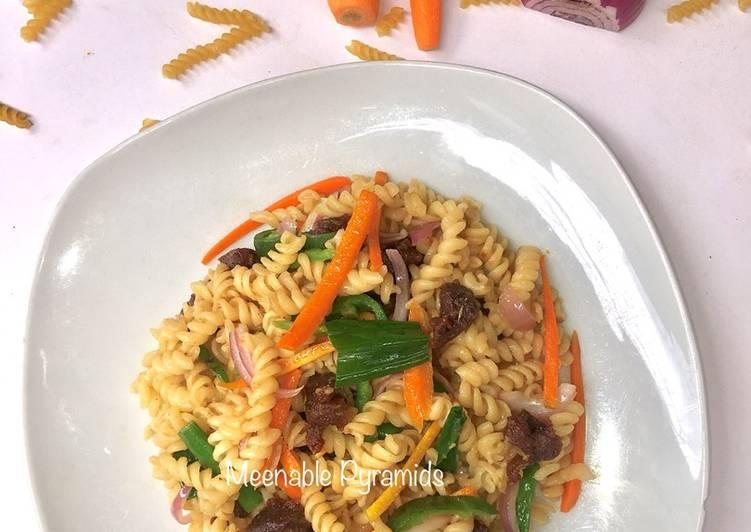 Fusilli and lamb chops stir fry