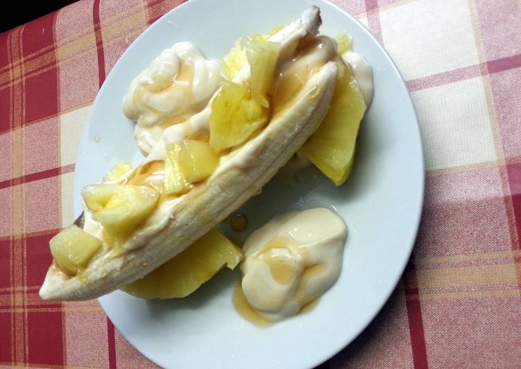 Skinny toffee banana & pineapple split