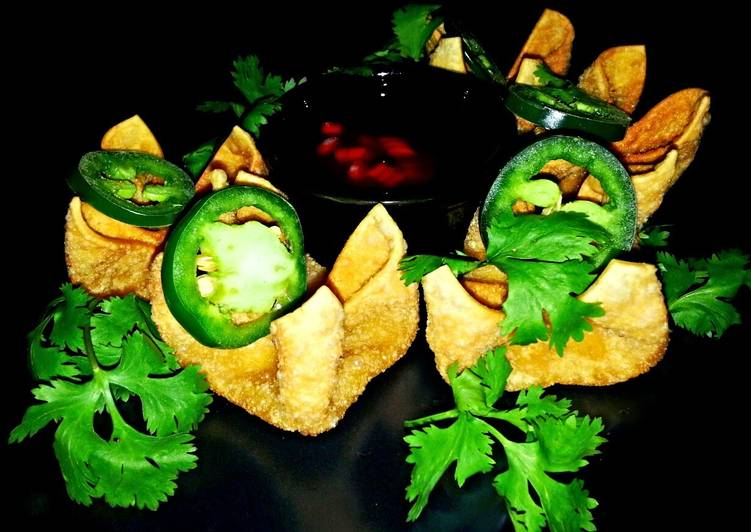 Mike's Green Chile Cream Cheese Wontons