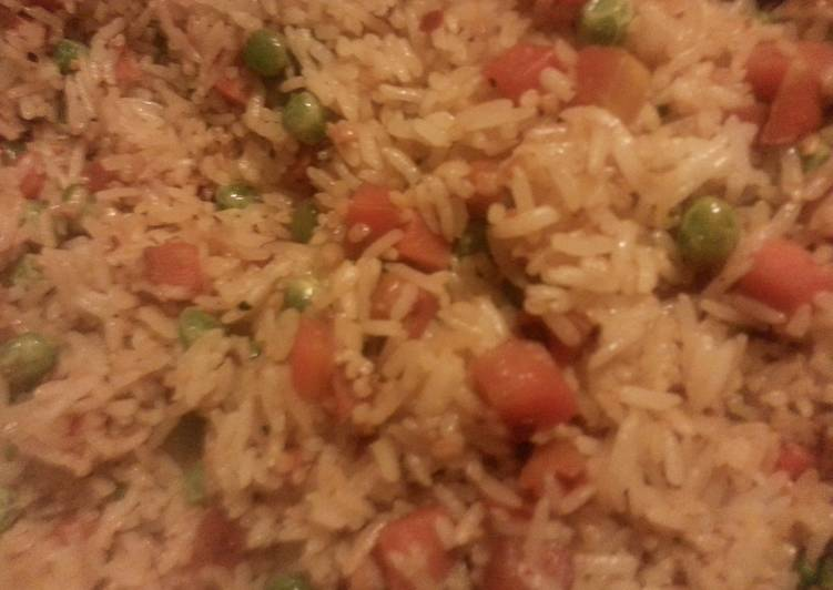 30 Minute Step-by-Step Guide to Make Refreshing Spicy garlic rice with peas and carrots
