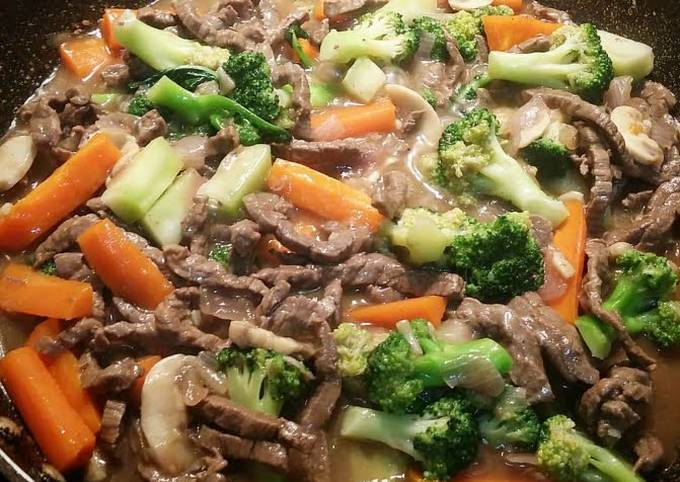 Beef Broccoli with Mushroom in Oyster Sauce.