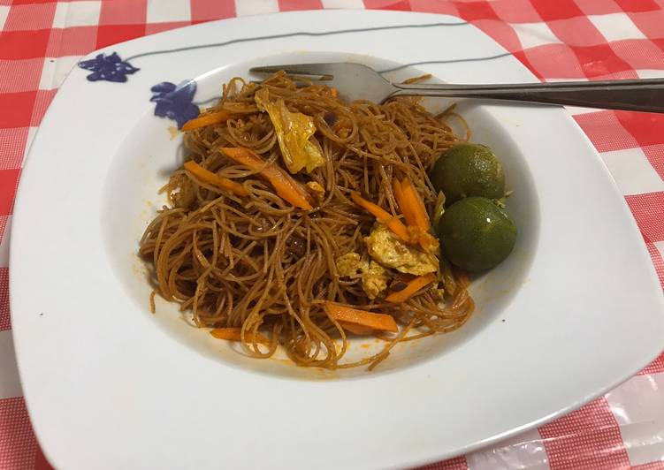 Stir fried curry noodles with lime