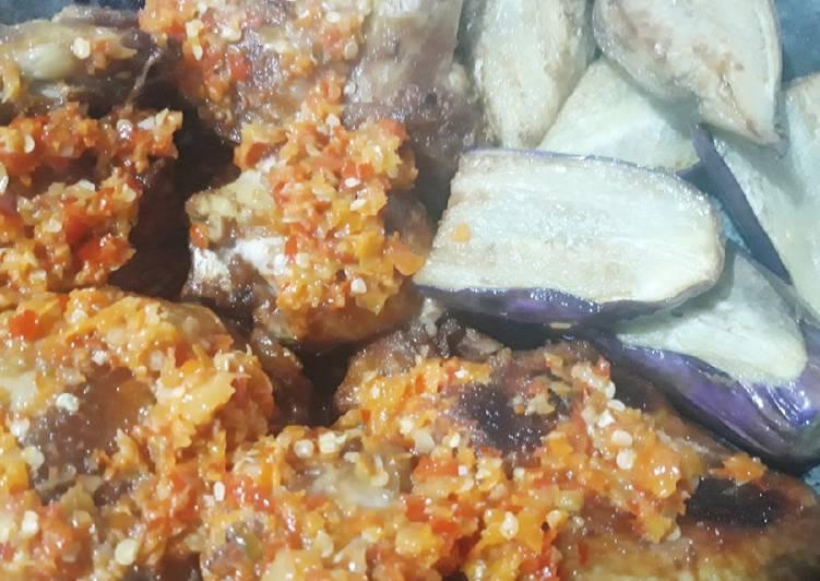 Ayam penyet terong sambal korek