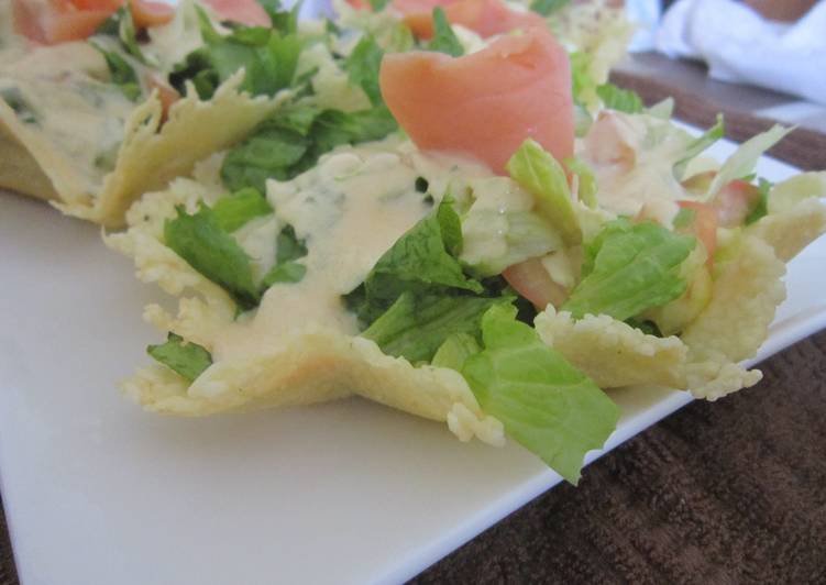 Salad cesar with smocked salmon