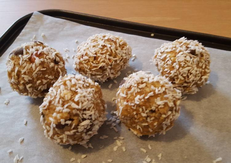 Easiest Way to Make Perfect Peanut Butter Protein Balls