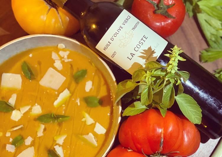 Comment Cuisiner Délicieux Soupe de tomates glacées, parmesan, huile d'olive