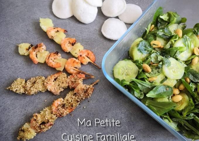 Brochettes de crevettes et ananas au graines de sésame