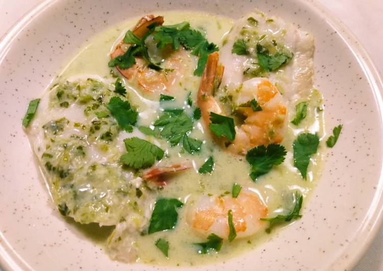 Easiest Way to Prepare Appetizing Seafood with Homemade Green Curry