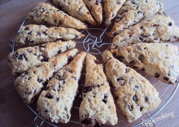 Scones aux pépites de chocolat et raisins secs