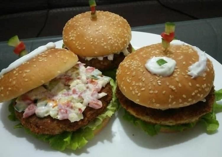 Crispy fish & potato burgers with mayo salsa😋🍔