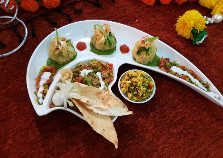 Spinach-Paneer bhurji potli with mango salsa