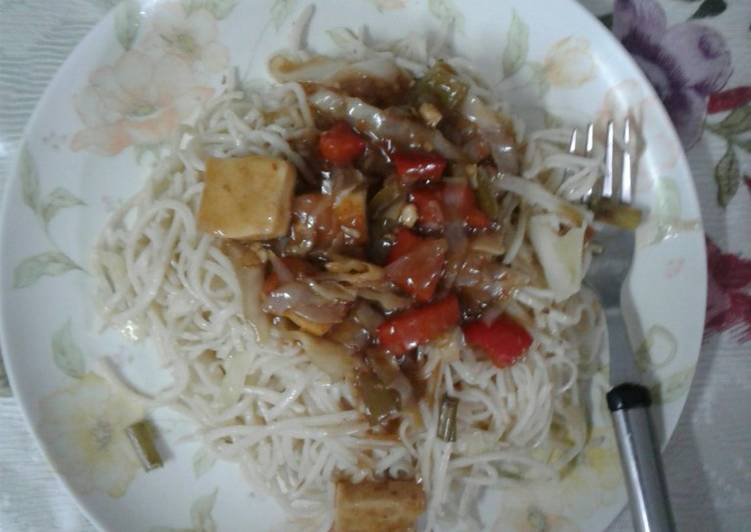 # hakka noodles with veg Chinese sauce