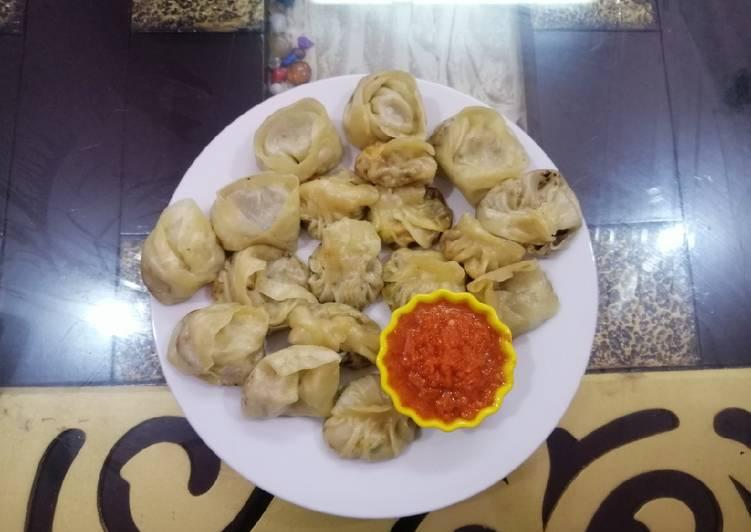 Steamed Momos with spicy Momos Chutney