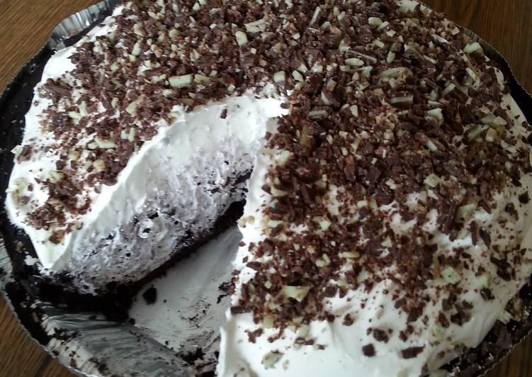 mint chocolate and oreo pie