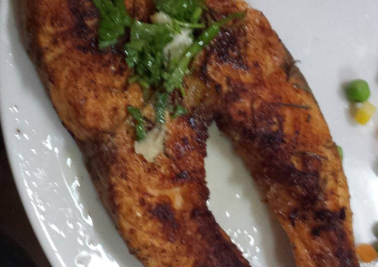 Grilled Salmon with parsley dressing