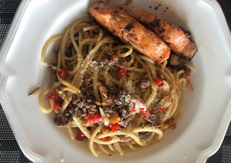 Spaghetti aglio a olio spicy beef with baked salmon