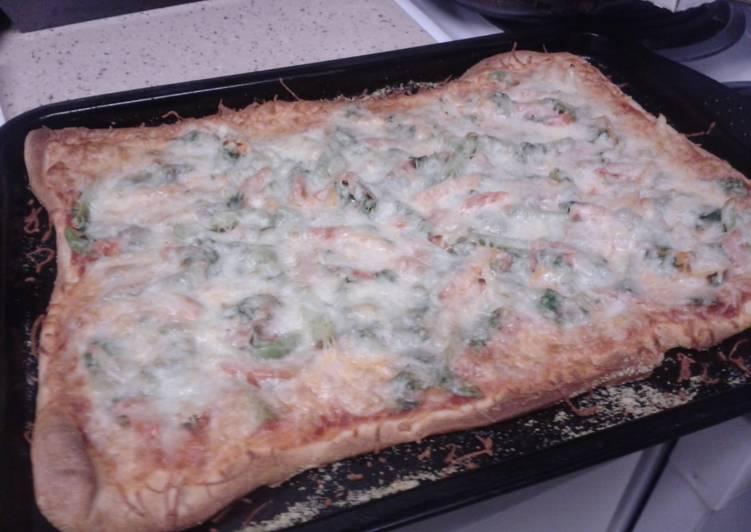 Recipe: Tasty Vegetarian pizza